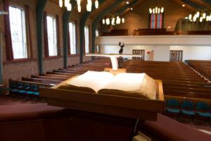 bijbel-kansel-1024x683